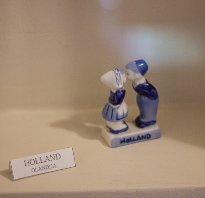 KISSING COUPLE (NETHERLANDS)