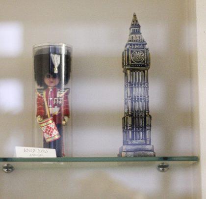 VESTMINSTER CLOCK TOWER (BIG BEN) STATUE (ENGLAND)